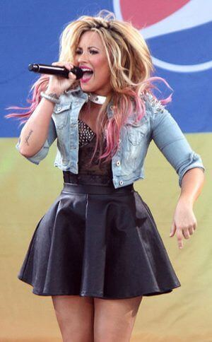 Demi Lovato, Height, Weight, Bra Size, Age, Measurements