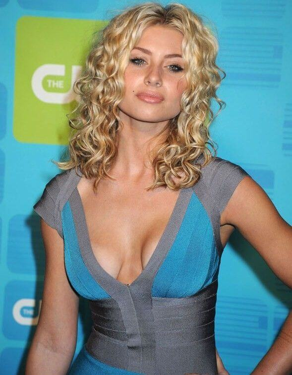 Aly Michalka, Height, Weight, Bra Size, Age, Measurements