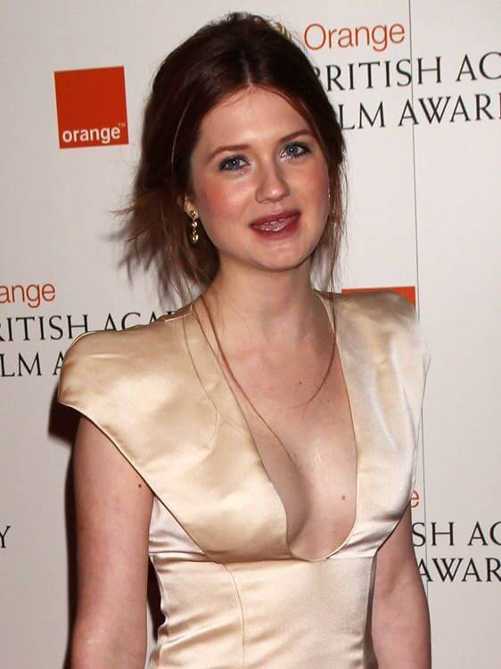 Bonnie Wright, Height, Weight, Bra Size, Age, Measurements