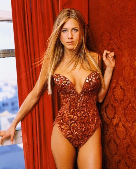 Jennifer Aniston, Height, Weight, Bra Size, Age, Measurements