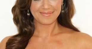 Leah Remini, Height, Weight, Bra Size, Age, Measurements