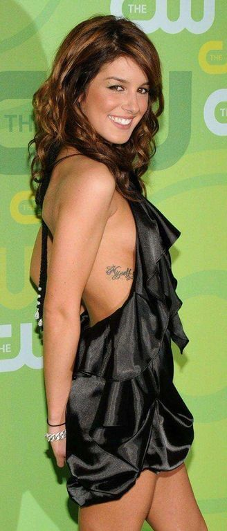 Shenae Grimes, Height, Weight, Bra Size, Age, Measurements