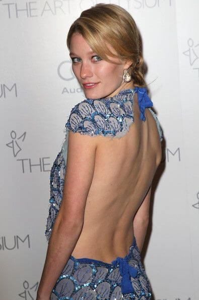 Ashley Hinshaw height and weight