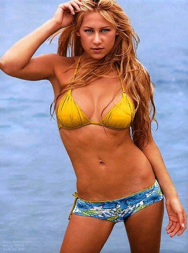 Will Anna kournikova breast size