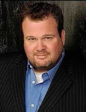 Eric Stonestreet with a beard posing for a photo