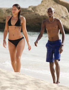 Mo Farah shirtless on the beach with his wife. You can check his weight and height