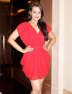 sonakshi_sinha_height