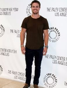 stephen_amell_height